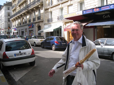 wolfgang a. gogolin mit baguette in paris